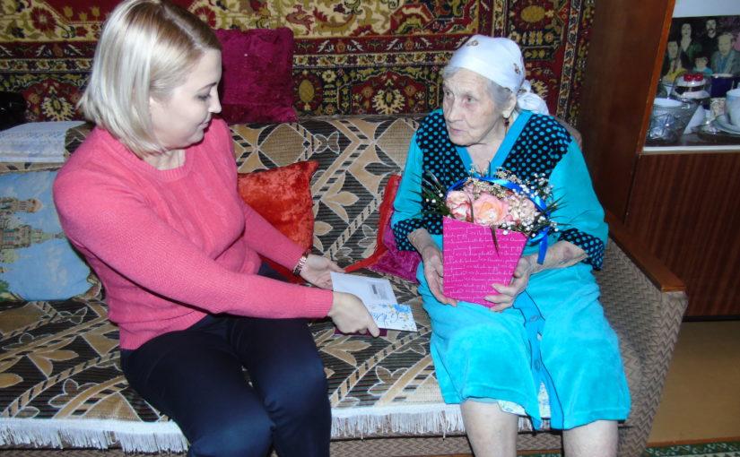 Поздравление с 90-летием жительницы города Нариманов