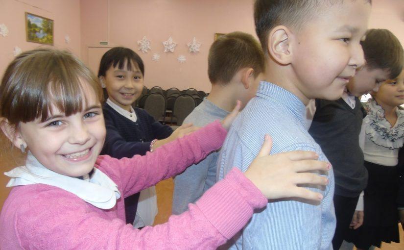 Дети Наримановского района отметили Международный день объятий